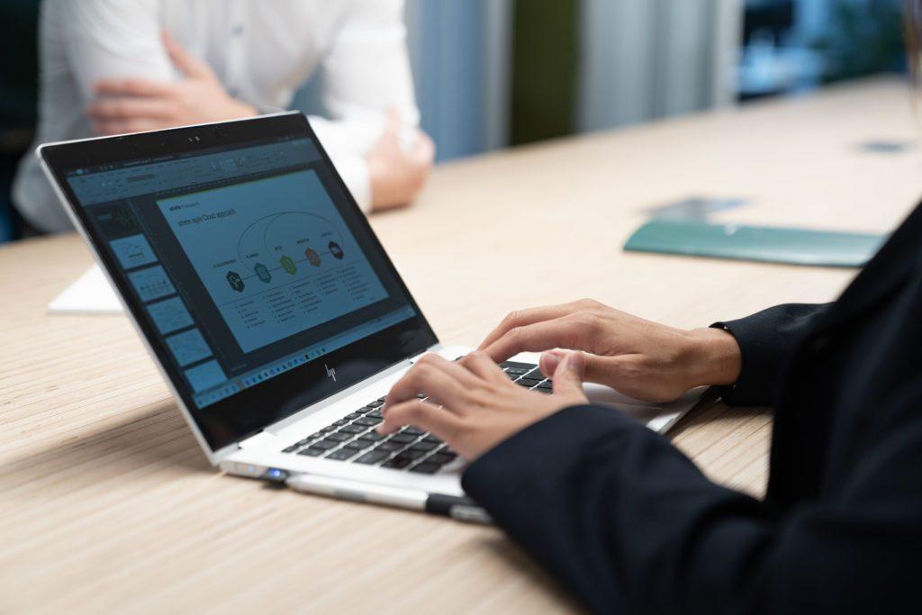 Laptop mit Praesentation