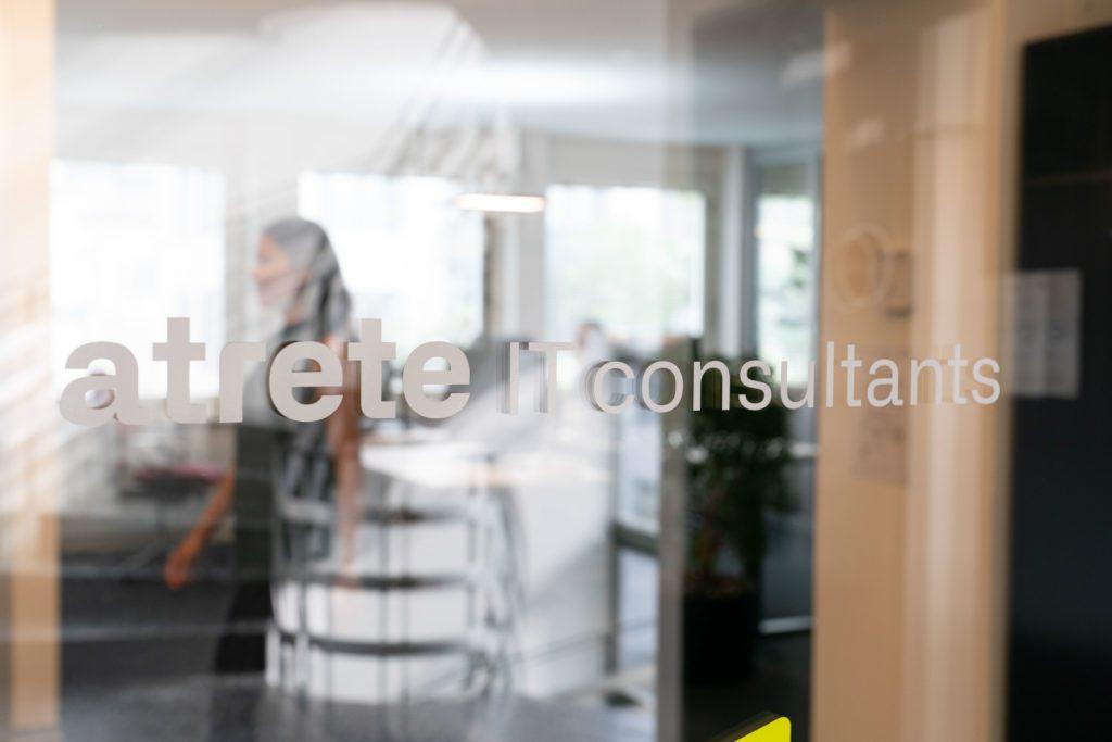 atrete-Logo im Eingangsbereich