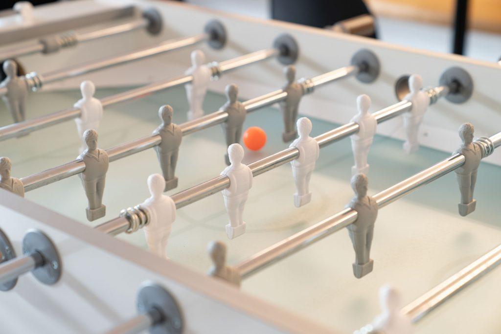 Tischkicker als Sinnbild für datacenter and connectivity